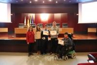 Alumnos premiados en el concurso junto con Beatriz Latre, primera por la izquierda